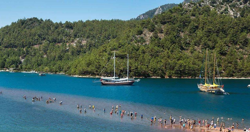 Kızkumu - an area of 600 metre shallow water that divides this bay of into two