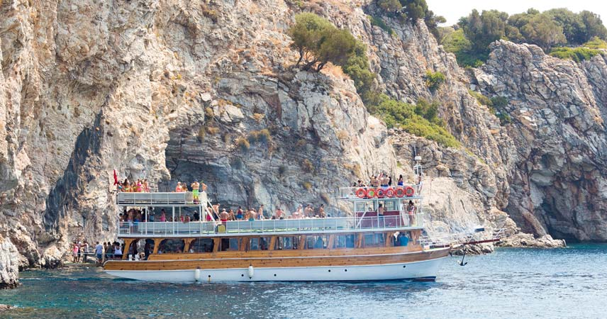 The stop at phosphorus cave during the boat trip in Marmaris